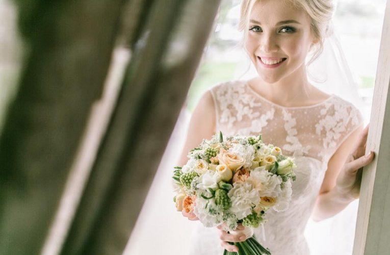Tu știi cum trebuie să alegi buchetul de mireasă în funcție de rochie?